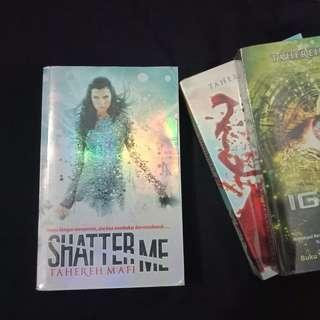 [BAHASA] Shatter Me, Unravel Me, Ignite Me Trilogy by Tahereh Mafi