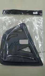 Cover cermin tiga segi axia