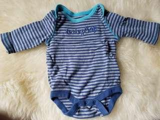 Baby Gap soft organic long-sleeved onesie. Thick cozy soft cotton. Size 0 to 3 months. Excellent condition. Pick up Gerrard and Main Street.$5 or $3 if purchased with another item $7 up.