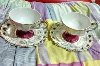 🚚 日本製骨瓷西式茶杯具兩個一組,手繪描金、盤子邊緣鏤空設計,年代久遠、有使用過的痕跡,要求完美請繞道