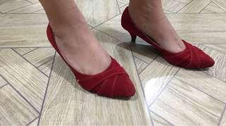 💁♀️ red doll shoes