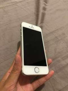 iPhone 5s Silver (Phone charger and Phone)