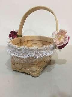 "Wedding flower girl basket with petals & ""Reserved for family"" signs (3pc of 3R)"