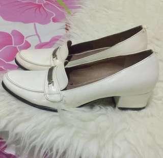 SALE‼️white heels gabino