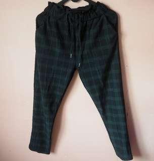 Square-patterned pants