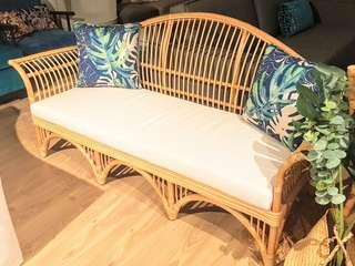 🚚 Beautiful rattan outdoor sofa
