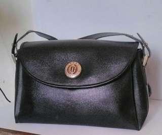 Black crest internatianal handbag