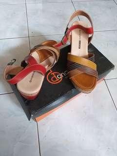 Wedges sepatu wanita