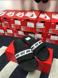 🚚 Authentic Instock Nike Benassi 'Nike Logo' Sliders