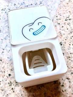 牙膏自助擠壓器
