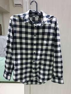 Kemeja UNIQLO size M flanel - ish super mint condition
