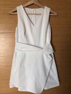 🚚 White beautiful Rompers