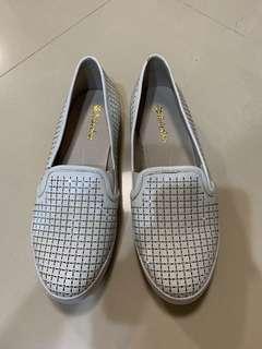 Annalee真皮水鑽小白鞋37