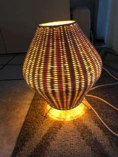 竹製的燈飾