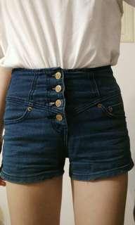 🚚 高腰排扣牛仔短褲