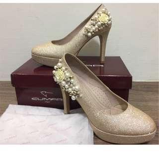 CUMAR ITALY香檳金珍珠花朵高跟鞋