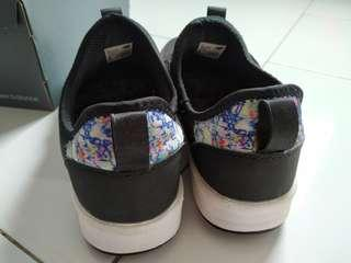 Sepatu daily new balance wanita