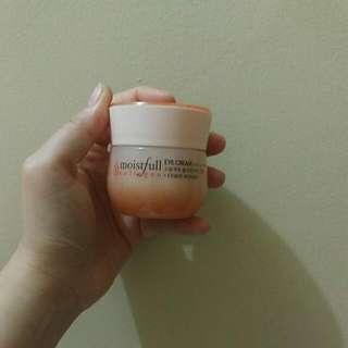 Etude Eye cream Moistfull Collagen
