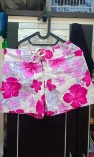 Celana Pendek Bunga