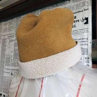 🚚 AIGLE POLARTEC 保暖造型抓皺帽 芥末黃