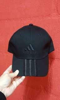 ADIDAS ALL BLACK STRIPE CAP