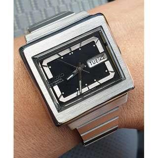 (A371) Vintage Black Dial Square Seiko 6309-5030 Watch
