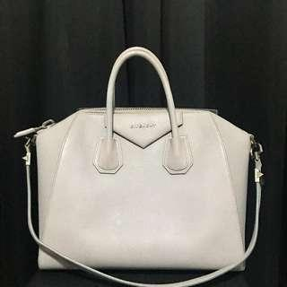 🚚 Givenchy Antigona Medium