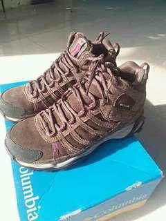 Sepatu outdoor Columbia Heltavia