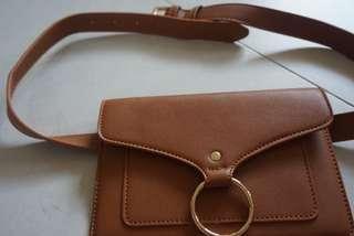🚚 Camel brown belt bag purse
