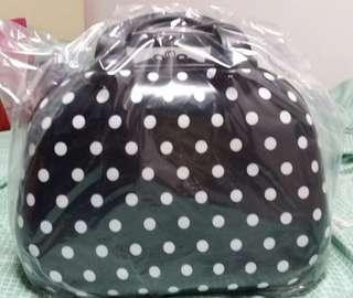 MAKE UP HARD CASE BAG