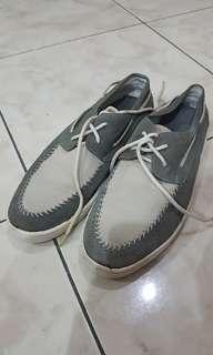 Sepatu formal yongki komaladi