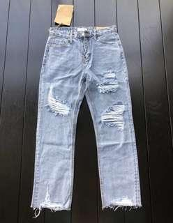🚚 SALE BNWT Ripped Jeans