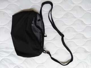 Uniqlo crossbody / slingbag / porchbag