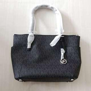🚚 BNWT Michael Kors Large Tote (Black)