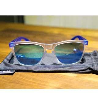 Oakley Frogskins™ Colorblock Collection (Asia Fit) • Sapphire Iridium Lenses • Matte Clear Frame Sunglasses 009245-5154