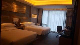 Hilton hotel manila for only 4,500 per night