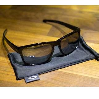 Oakley Sliver™ HALO Collection (Asia Fit) • Vented Chrome Iridium Lenses • Polished Black Frame Sunglasses OO9269-1257