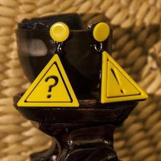 🚚 Fine Acrylic Interrobang Warning Earrings