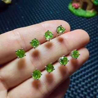 🚚 Olivine Green Crystal Earring 1 pair