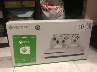 Xbox One S 1TB 雙手制