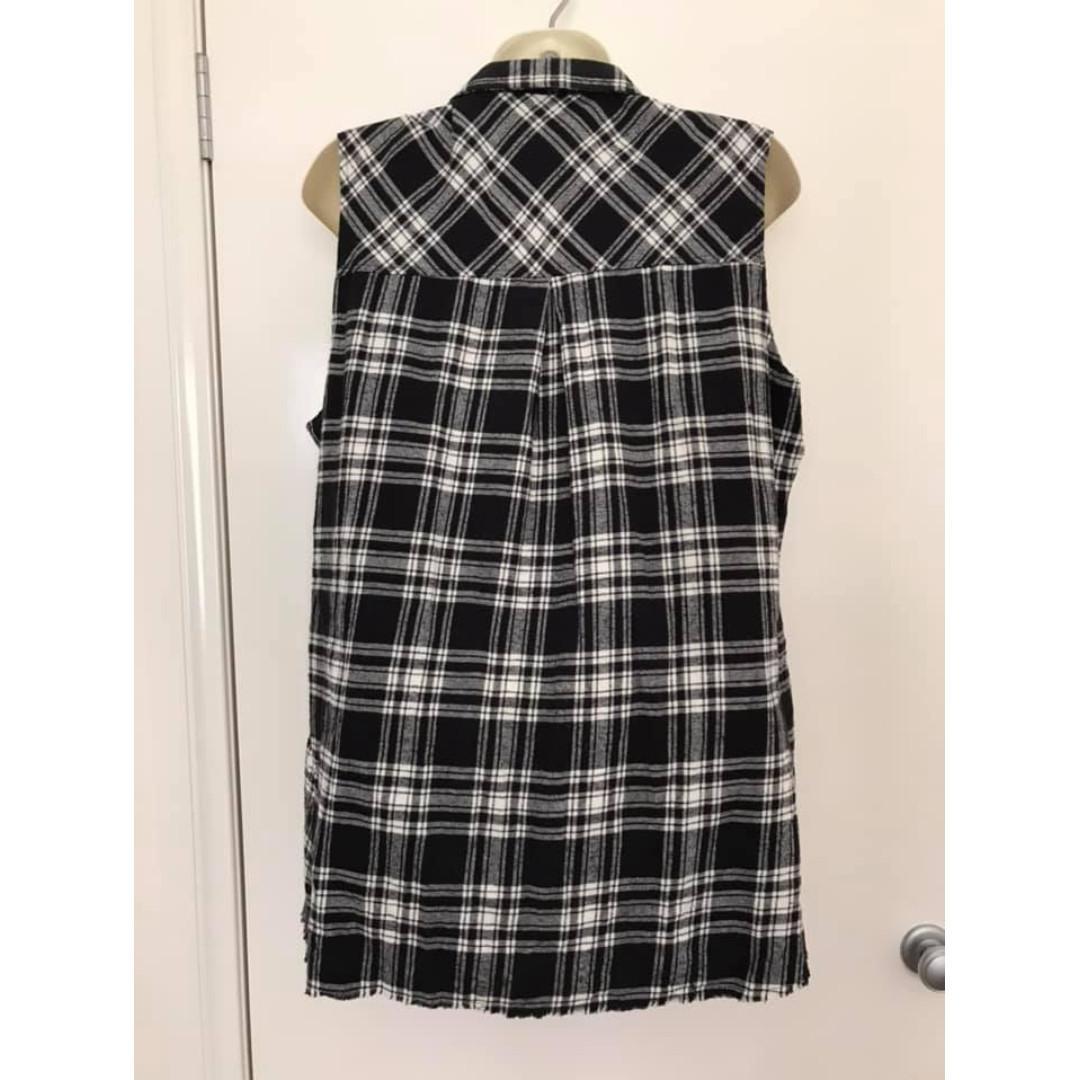 Euc as new Size M 12 ladies Volcom sleeveless flannelette top frayed hem