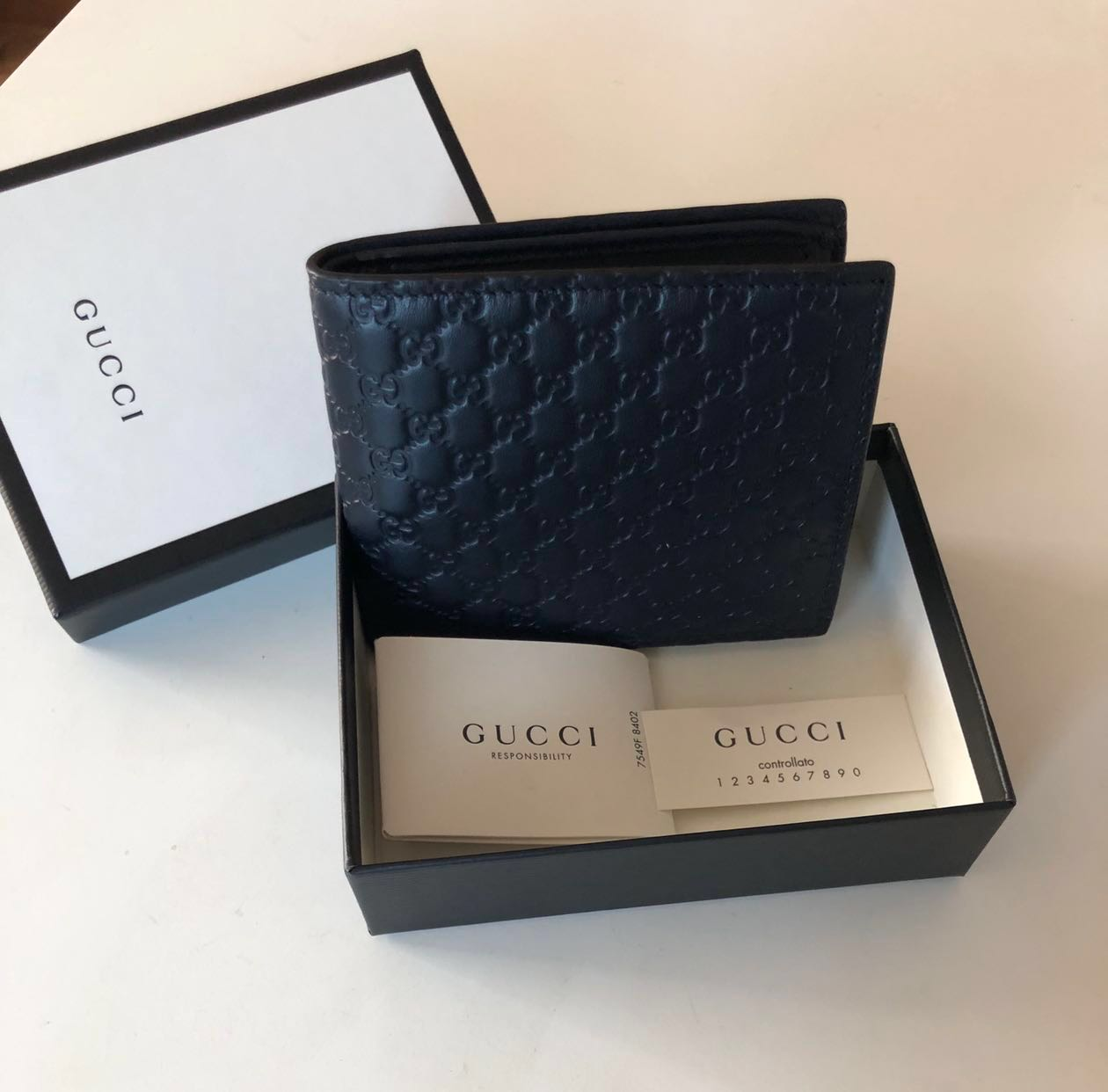 7bbd7afc494992 BRAND NEW Gucci Mens MicroGuccisima Bi-Fold Wallet with Coin ...