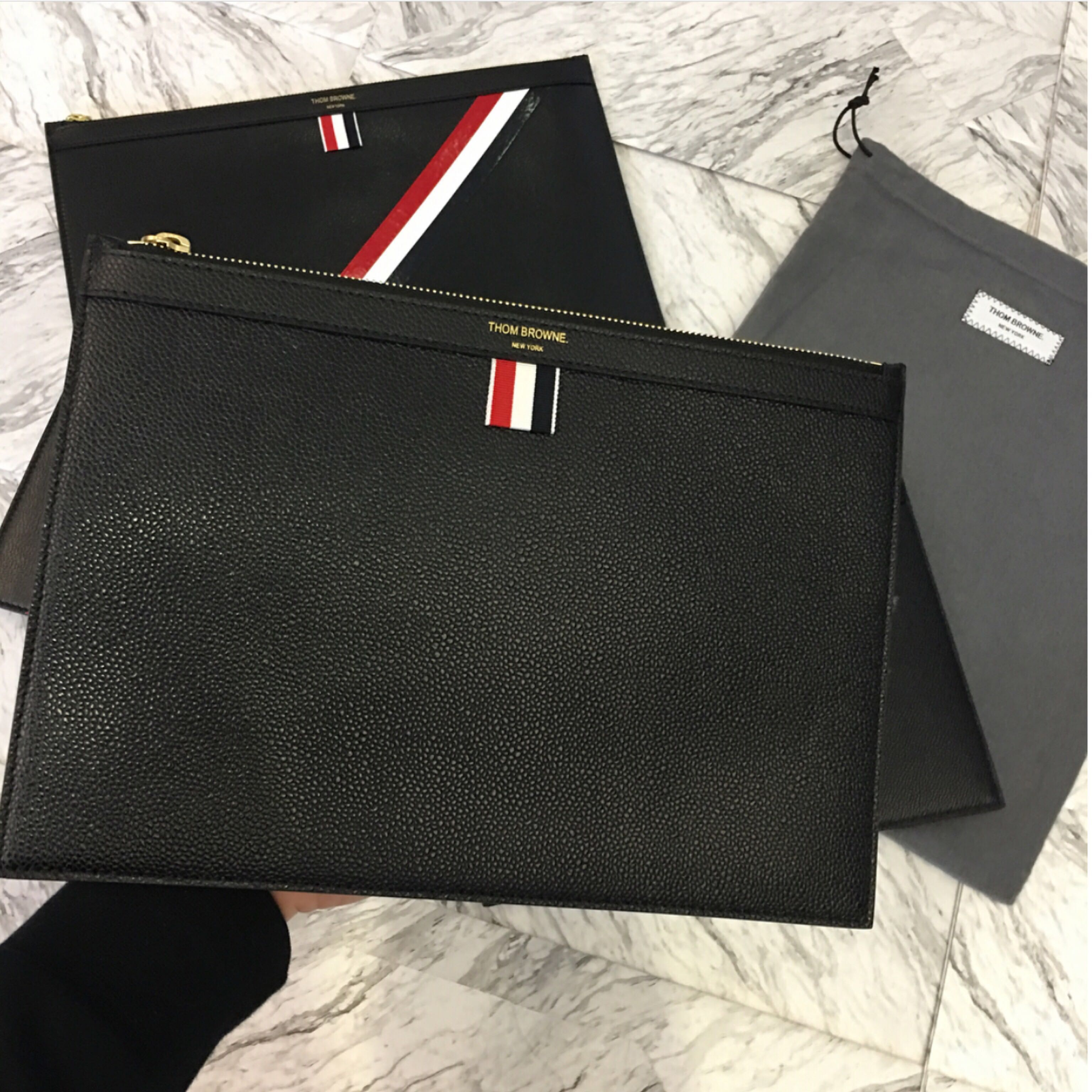 409214002d THOM BROWNE - leather clutch/ medium document holder (Black), Luxury, Bags  & Wallets on Carousell
