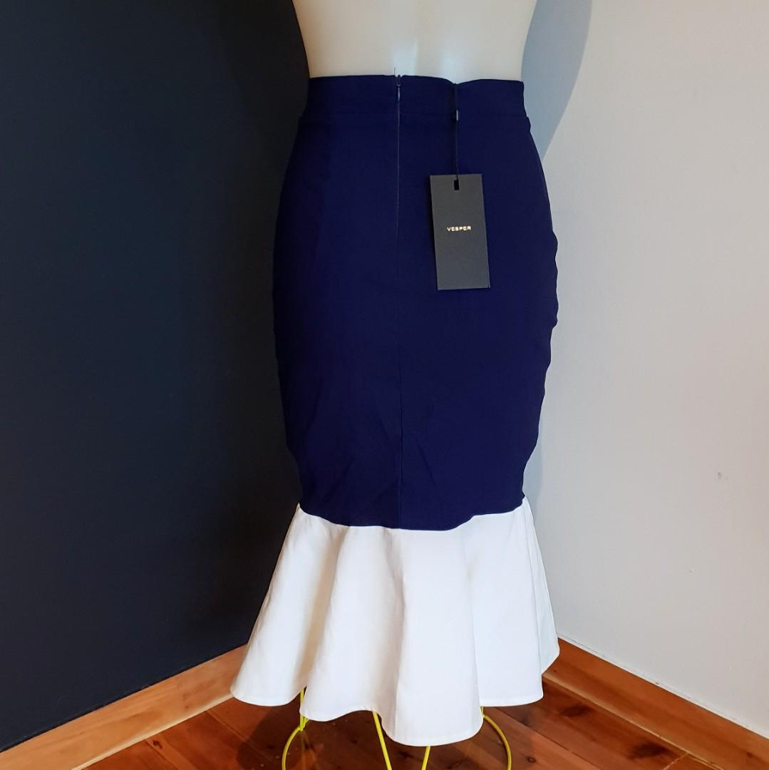Women's size 10 'VESPER' Stunning navy and white fishtail midi skirt - BNWT