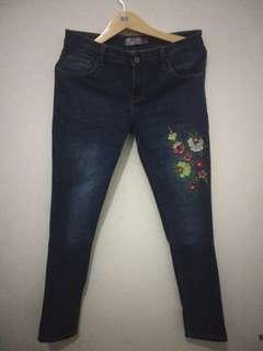 [Reprice] Embroidered Jeans