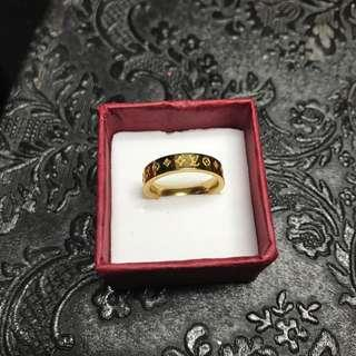 🚚 Louis Vuitton gold monogram ring gold plated
