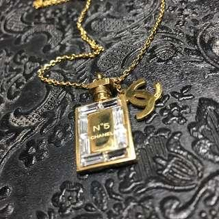 🚚 Chanel cc perfume necklace gold hardwware