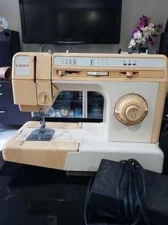 🚚 Singer sewing machine for bless