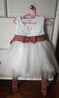 Dress anak putih - pita coklat