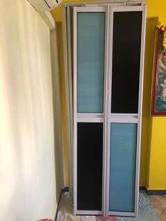 🚚 Bi- fold doors ( toilet)